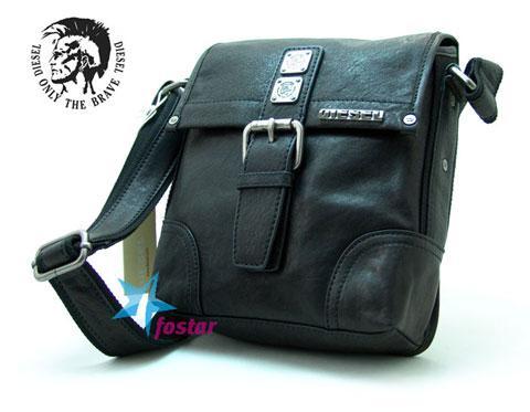 b1191581062d Одной из таких разработок можно считать дизайнерские сумки через плечо новой  коллекции. Мужская сумка-планшет через ...